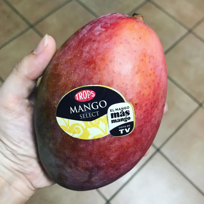 Fresh Red Mangoes Maravilla (1 Pc)
